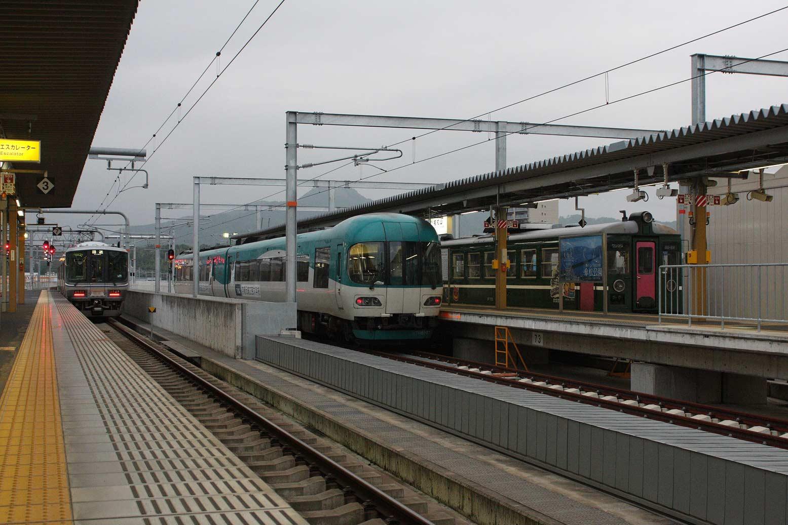 福知山駅工事完了-ローカル列車...
