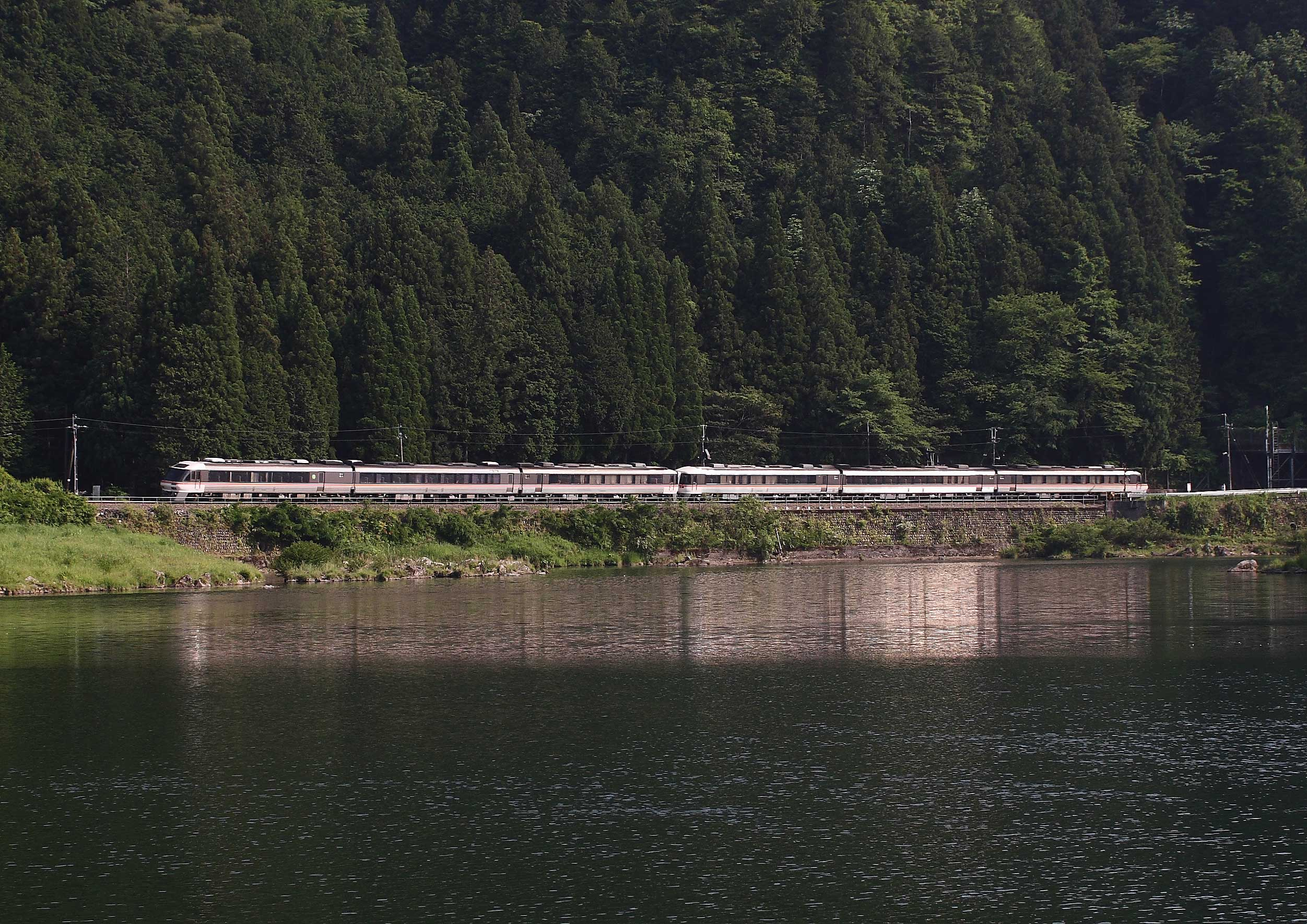 高山本線キハ85系「(ワイドビュー)ひだ」   電車のページ   溝上慎一ホームページ Shinichi Mizokami's Website